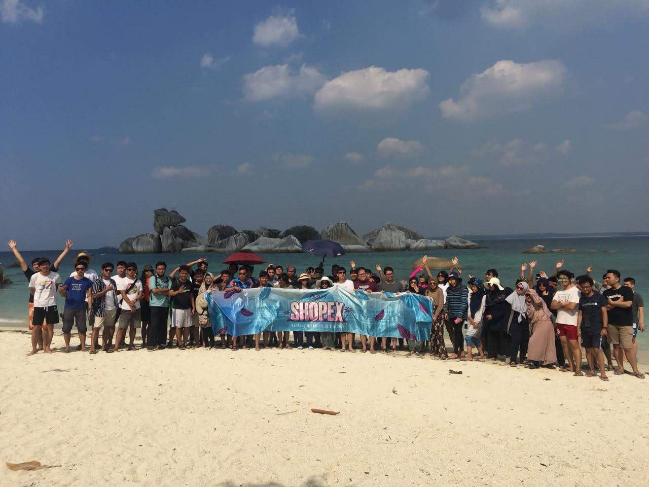 Saya juga akhirnya jadi tahu Pulau Belitung itu seperti apa 😄